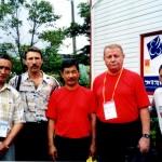 В.Никифоров с представителями команды Киргизии. Справа чемпион мира 2004 г.